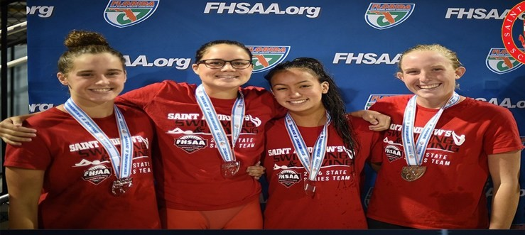 Hew (2nd from left) with her relay teammates.